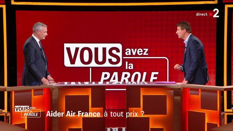 """Le ministre de l'Economie, Bruno Le Maire (à gauche), face à l'eurodéputé écologiste Yannick Jadot, le 15 avril 2021 sur le plateau de """"Vous avez la parole"""" sur France 2. (FRANCE 2)"""