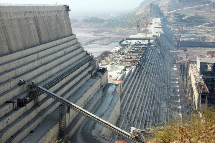 Le Grand barrage de la Renaissance sur le Nil bleu, en construction dans le nord-ouest de l'Ethiopie. Photo prise le 24 novembre 2017. (GIOIA FORSTER / DPA)