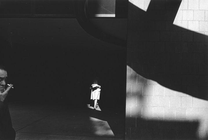 "Ray K. Metzker, ""City Whispers"", Philadelphia, 1982  (© Estate of Ray K. Metzker / Courtesy Les Douches la Galerie, Paris)"
