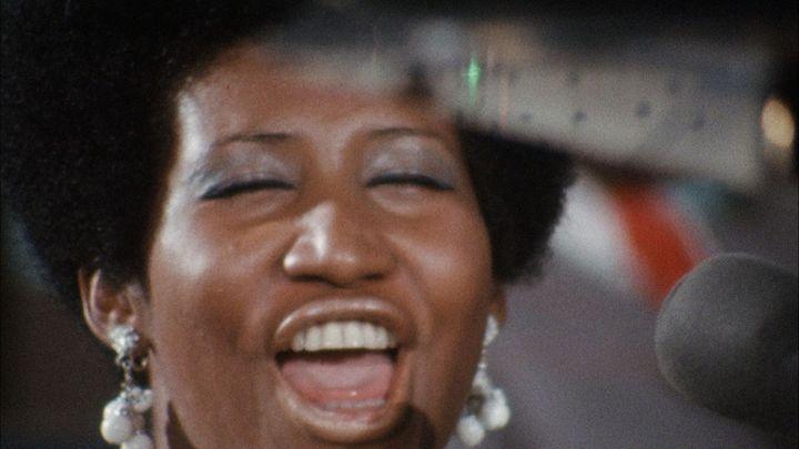 Aretha Franklin chante le gospel à Los Angeles en janvier 1972 dans le film documentaireAmazing Grace. (AMAZING GRACE MOVIE LLC)