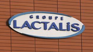 Le logo du groupe français Lactalis à Laval (Mayenne), le 11 décembre 2017. (DAVID VINCENT / AP / SIPA)