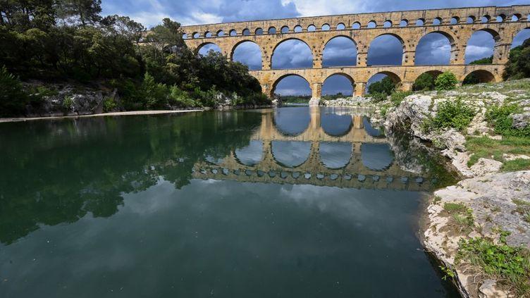 Une vue du pont du Gard, près de Nîmes (Gard), le 28 avril 2020. (PASCAL GUYOT / AFP)
