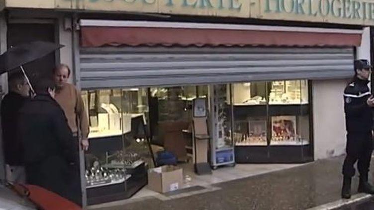 Capture d'écran - vendredi 24 janvier, la devanture de la bijouterie cambriolée à Le Blanc (Indre) ( FRANCE 2 / FRANCETV INFO )