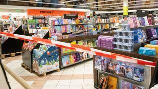 Le ministère de l'Economie a demandé dès vendredi soir aux grandes surfacesde fermer temporairement leurs rayons livres. (SANDRINE MARTY / HANS LUCAS)