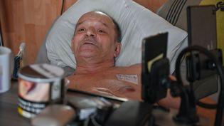 Atteint d'une maladie incurable,Alain Cocq demande le droit de mourir dans la dignité (Photo du 12 août 2020). (PHILIPPE DESMAZES / AFP)