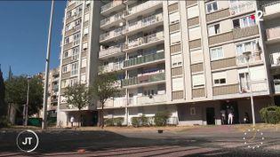 Un immeuble dans une cité. (France 2)