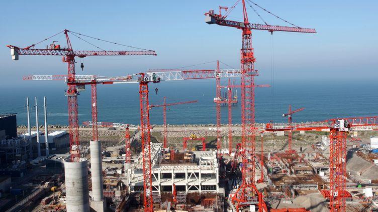 Le chantier de l'EPR le 11 octobre 2008, après la reprise des opérations de bétonnage. (KENZO TRIBOUILLARD / AFP)