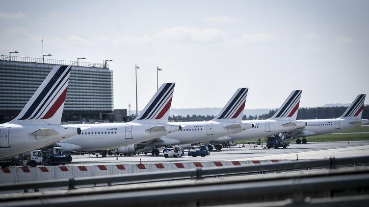 Des avions Air France à l'aéroport Charles de Gaulle à Roissy, le 24 avril 2018. (STEPHANE DE SAKUTIN / AFP)