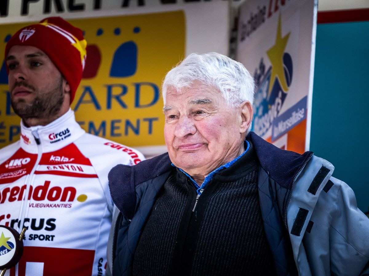 Tu Es Mon Plus Grand Champion Le Joli Message Du Petit Fils De Raymond Poulidor A Ses Obseques