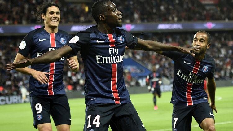 Blaise Matuidi fête son but avec Cavani et Lucas (FRANCK FIFE / AFP)