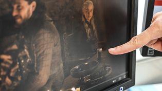 """Un gobelet Starbucks a été repéré lors d'une scène du quatrième épisode de la huitième saison de """"Game of Thrones"""", diffusé le 5 mai 2019. (STF / AFP)"""