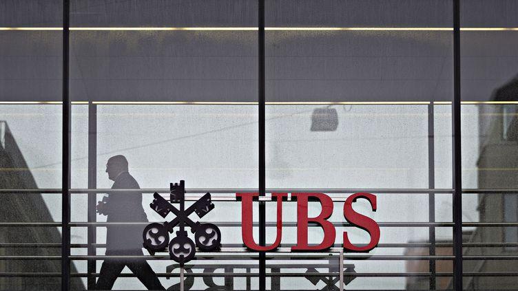 La banque UBS a été condamnée car elle a aidé des contribuables français à échapper au fisc entre 2004 et 2012. (MICHELE LIMINA / AFP)
