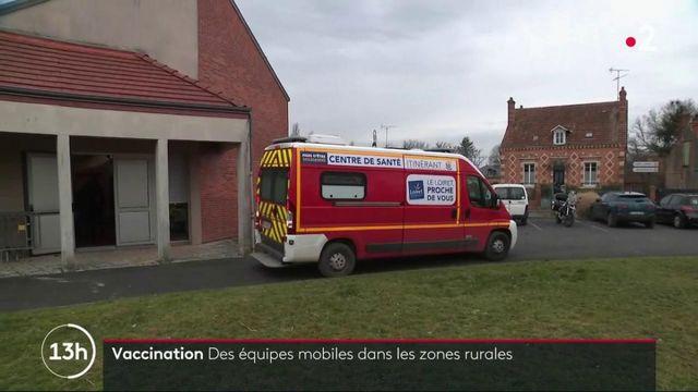 Covid-19 : des équipes mobiles de soignants vaccinent les personnes âgées dans les zones rurales