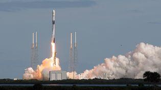 Une fusée Falcon 9 de SpaceX décolle de Cap Canaveral, en Floride (Etats-Unis). Photo d'illustration (PAUL HENNESSY / NURPHOTO / AFP)