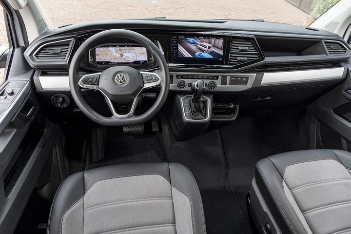 Des planches de bord de plus en plus sophistiquées comme sur ce VW T6.1 Multivan Cruise. (VW POUR FRANCE INFO)