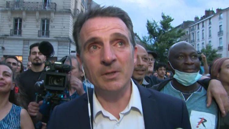 Eric Piolle, maire sortant réélu à Grenoble (Isère) lorsdu second tour des élections municipales, le 28 juin 2020. (FRANCE TELEVISIONS)