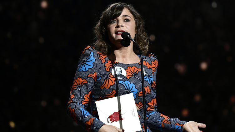 L'humoriste Blanche Gardin, le 2 mars 2018, sur la scène de la 43e cérémonie des César, salle Pleyel à Paris. (PHILIPPE LOPEZ / AFP)