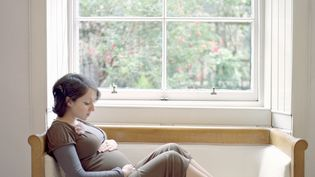 Une femme enceinte, le 29 juillet 2014. (CECILIA CARTNER / CULTURA CREATIVE / AFP)