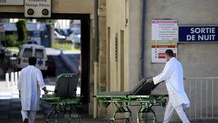 Des agents hospitaliers au CHU de Nancy, le 4 juin 2013. (MAXPPP)