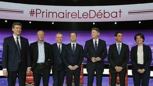 Les sept candidats à la primaire de la gauche, le 12 janvier 2017, lors du premier débat de la campagne. (PHILIPPE WOJAZER / AFP)