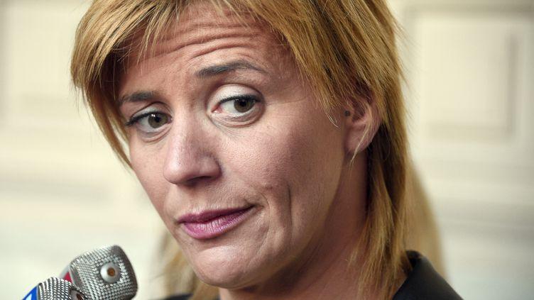 Karine Duchochois en marge du procès de Daniel Legrand le 1er juin 2015 à Rennes (Ille-et-Vilaine). (DAMIEN MEYER / AFP)