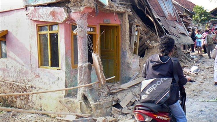 Des maisons détruites après le séisme sur Jave, le 02 septembre 2009 (© AFP)