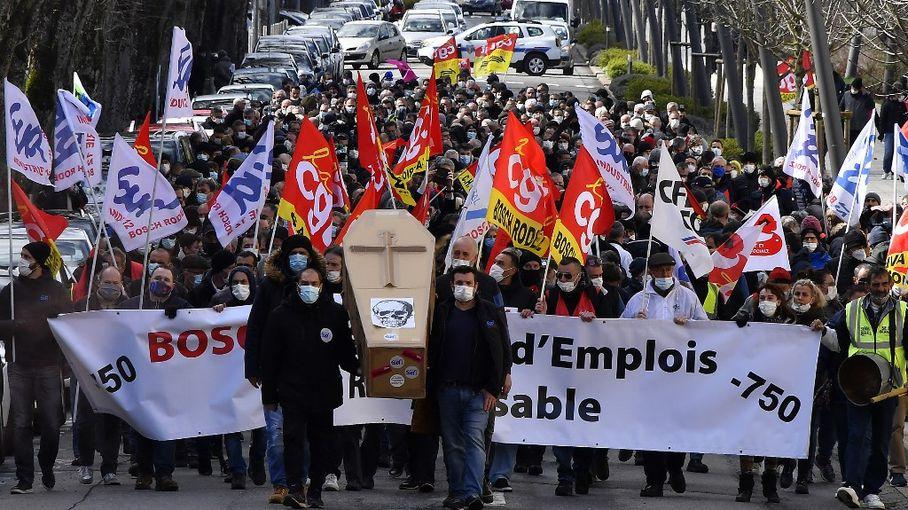 Aveyron : en visite à l'usine Bosch, la ministre Agnès Pannier-Runacher a été chahutée par des manifestants