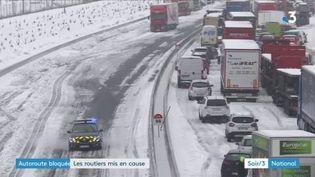 L'A9 a été bloquée en raison de la neige. (FRANCE 3)