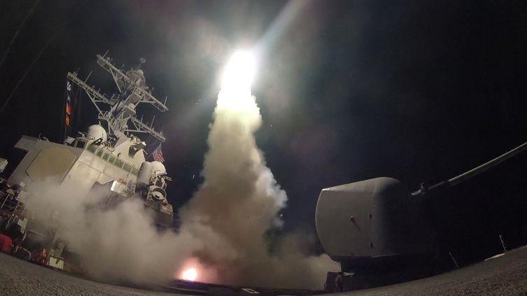 Ledestroyer américain USS Porter d'où sont partis les missiles de croisière qui ont frappé contre la Syrie dans la nuit de jeudi à vendredi 7 avril 2017. (REUTERS)