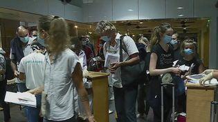 Outre-mer : fin du motif impérieux de voyage pour les personnes vaccinées (FRANCE 2)