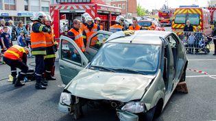 Un accident de la route à Sin-le-Noble (Nord), le 7 mai 2015. (CITIZENSIDE / JOACHIM SAOULI / CITIZENSIDE.COM)