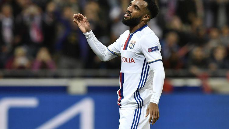 L'attaquant lyonnais Alexandre Lacazette a manqué un penalty face à la Juventus Turin, en Ligue des champions. (JEFF PACHOUD / AFP)