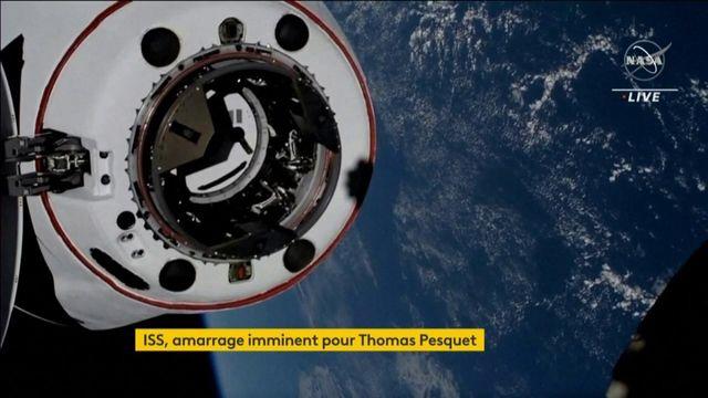 """La capsule """"Crew Dragon"""" transportant Thomas Pesquet et ses trois coéquipiers s'amarre à la Station spatiale internationale"""