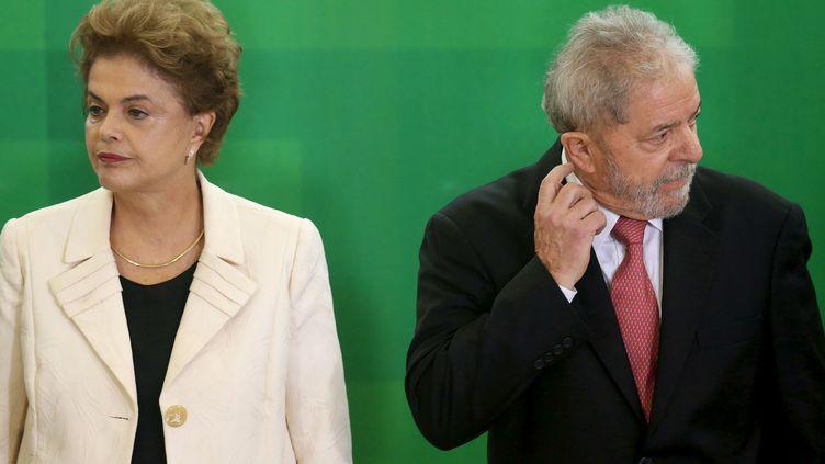 La présidente brésilienne, Dilma Rousseff, et son prédécesseur, Lula, à Brasilia (Brésil), le17 mars 2016. (ADRIANO MACHADO / REUTERS)
