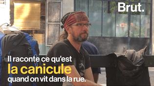 Brut est parti à la rencontre de Christian, sans domicile fixe dans les rues de Paris. Avec l'arrivée de l'été, il explique les dangers de la canicule quand on vit dehors. (Brut)