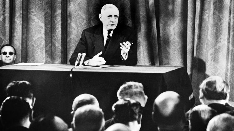 Conférence de presse du 11 avril 1961. Le président français, Charles de Gaulle, affirme la volonté de la France de poursuivre ses essais nucléaires au Sahara. (- / AFP)