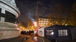 Les tentes des pompiers sur la place de la République à Paris, le 2 décembre 2019. (Jerome Leblois / Hans Lucas)