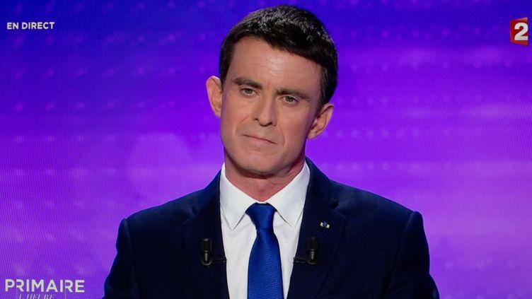 Manuel Valls, le 25 janvier 2017, sur le plateau de France 2, à Paris. (FRANCE 2 / FRANCEINFO)