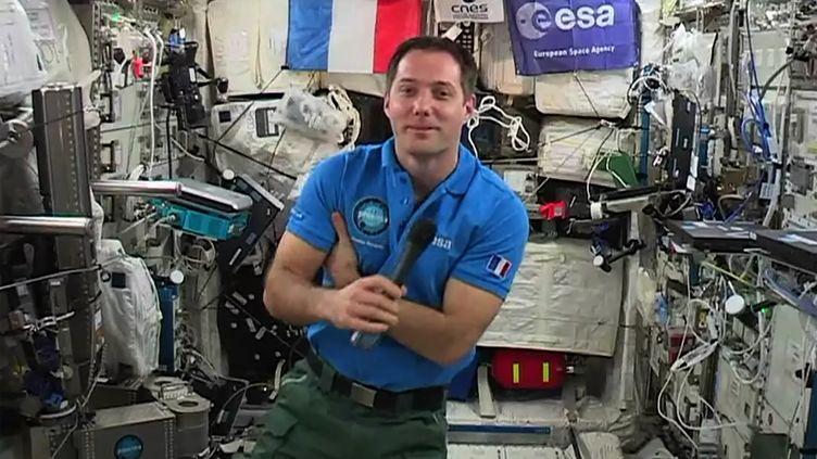 L'astronaute français Thomas Pesquet dans la station spatiale internationale. (STR / EUROPEAN SPACE AGENCY)