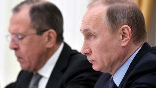 Vladimir Poutine et le ministre des Affaires étrangères russes, Sergei Lavrov, le 15 décembre 2015 à Moscou. (POOL NEW / REUTERS)