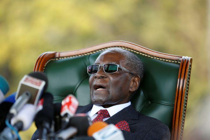 L'ancien président zimbabwéen Robert Mugabe lors d'une conférence de presse à sa résidence privée à Harare le 29 juillet 2018, après son départ du pouvoir (REUTERS - SIPHIWE SIBEKO / X90069)