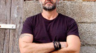 """L'écrivain Franck Bouysse, auteur du roman """"Né d'aucune femme"""". (Pierre DEMARTY / LA MANUFACTURE DE LIVRES)"""