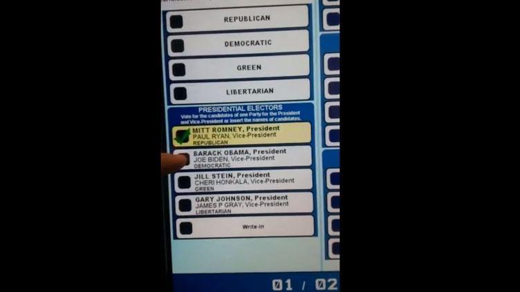Un électeur de Pennsylvanie a filmé une vidéo qui prouve selon lui le dysfonctionnement de la machine électronique de vote, mardi 6 novembre. (CENTRALPAVOTE /  FRANCETV INFO)