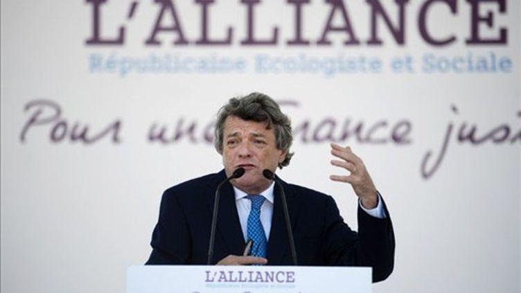Jean-Louis Borloo, n'a pas encore dit s'il présenterait sa candidature à la présidentielle de 2012. (AFP - Fred Duffour)