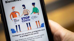 L'application mobile du gouvernement francais pour la recherche et le traçage de contacts pour lutter contre le Covid-19, le 26 mai 2020. (DAVID HIMBERT / HANS LUCAS / AFP)