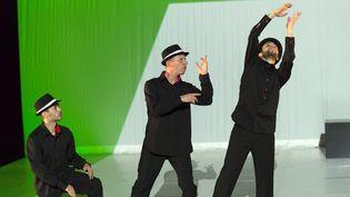 """""""Fluxus Game"""" de Farid Berki (au centre) ouvre le Festival Suresnes cités danse  (Dan Aucante)"""