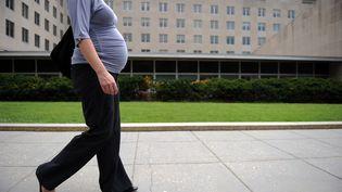 Une femme enceinte à Washington (Etats-Unis), le 5 août 2010. (TIM SLOAN / AFP)