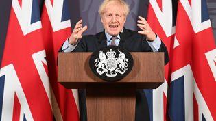 Le Premier ministre britannique, Boris Johnson, lors d'une conférence de presse à Londres (Royaume-Uni), le 24 décembre 2020. (PAUL GROVER / AFP)