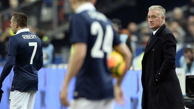 Didier Deschamps observe ses joueurs lors de France-Pays-Bas (FRANCK FIFE / AFP)