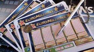 Au moins 153 millions d'euros sont mis en jeu, le 31 juillet 2012, à l'Euromillions. (KENZO TRIBOUILLARD / AFP)